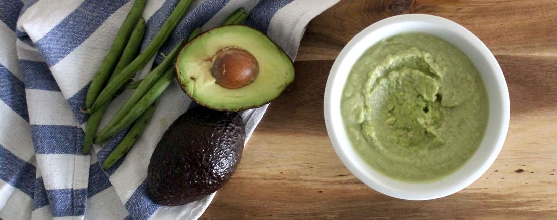 Zelený příkrm z fazolek, kuřecího masa a avokáda