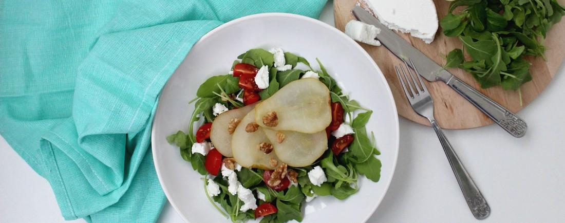 Salát s grilovanou hruškou a kozím sýrem